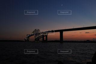 日暮れ時のゲートブリッジの写真・画像素材[2335066]