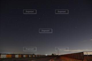 その辺の道路からの星空の写真・画像素材[2875586]