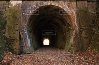 長野県明科の旧国鉄篠ノ井線廃線跡地のトンネルの写真・画像素材[3856410]