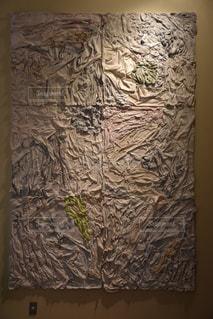 壁に掛かっている絵の写真・画像素材[1433068]