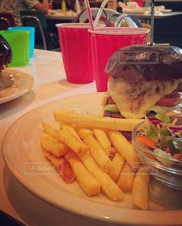 美味しすぎるハンバーガー屋さんの写真・画像素材[1432855]