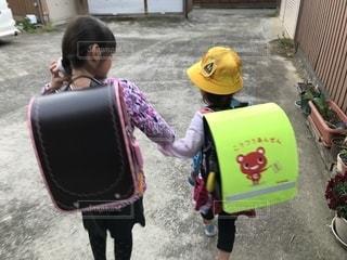 学校に行く姉妹の写真・画像素材[1433307]