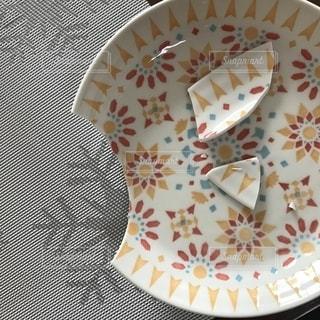 割れた食器の写真・画像素材[1439452]