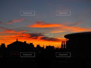 街に沈む夕日の写真・画像素材[1706920]