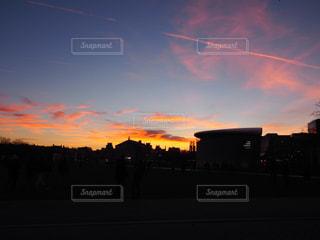 夕暮れ時の都市の景色の写真・画像素材[1706922]