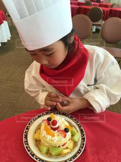 パティシエになりケーキを作るの写真・画像素材[1436471]