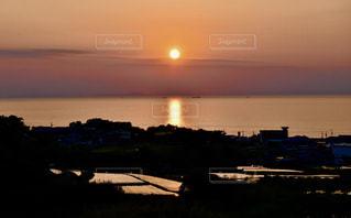 棚田から見た夕日の写真・画像素材[1456130]