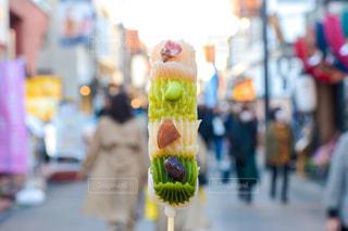通りを歩いている人の写真・画像素材[3040987]
