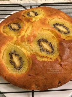 キウイのパウンドケーキの写真・画像素材[1701500]
