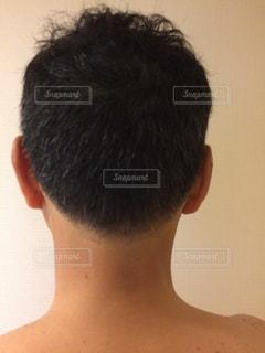 散髪した男性のうなじの写真・画像素材[2439195]