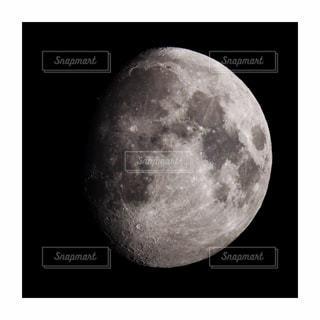 天体望遠鏡で撮影した月の写真・画像素材[1443924]