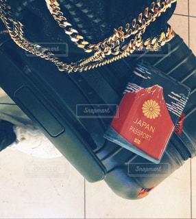 スーツケースとパスポートの写真・画像素材[1829023]