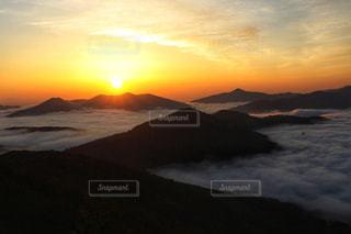 トマム雲海の日の出の写真・画像素材[1836212]