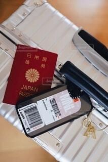 スーツケースとパスポートの写真・画像素材[4635733]