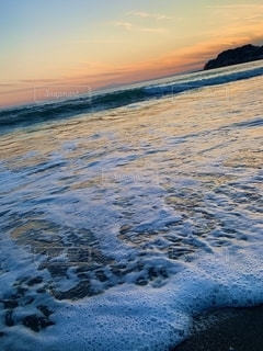 水域の隣にある砂浜の写真・画像素材[2736260]