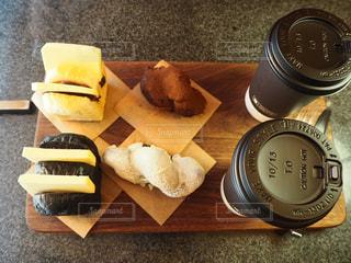 雰囲気抜群のカフェであんバターサンドの写真・画像素材[1437229]