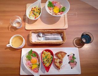 食べれるお花の丼ぶり🌼の写真・画像素材[1442056]