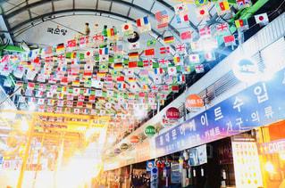 世界の国旗🇰🇷🇯🇵🇺🇸🇨🇳🇫🇷🇬🇧in 韓国の市場の写真・画像素材[1466778]
