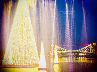 噴水の奥に見えるツリーと景色 in 環水公園の写真・画像素材[1668723]