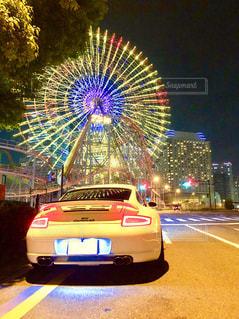 夜はライトアップ車の写真・画像素材[1438639]