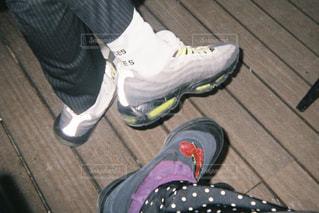 人の足に靴のグループの写真・画像素材[1438062]