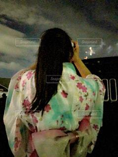 花火を撮影している人の写真・画像素材[1441784]