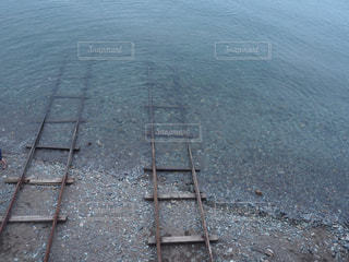 海に続く線路の写真・画像素材[1442842]