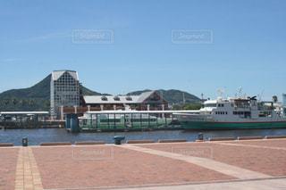 佐世保駅近くの小さなボートの写真・画像素材[1443175]