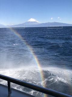波しぶきにできた虹の写真・画像素材[1444424]