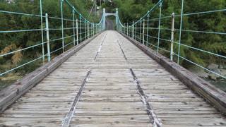 木製の吊り橋の写真・画像素材[1531913]