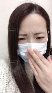 咳き込む女性の写真・画像素材[1830272]