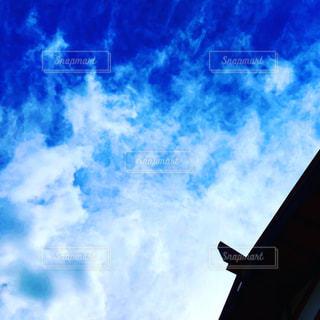 曇りの青い空の写真・画像素材[1445220]