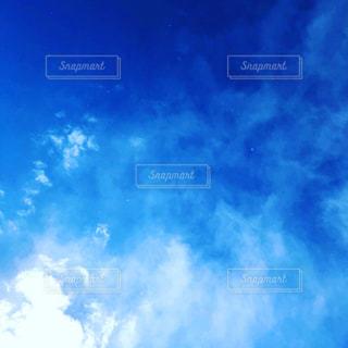 空には雲のグループの写真・画像素材[1445253]
