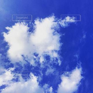 曇りの青い空をの写真・画像素材[1446425]