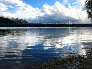 湖の水面の写真・画像素材[1446592]