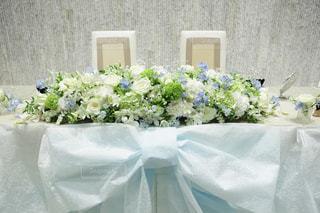 テーブルの上の花の花瓶の写真・画像素材[1446784]