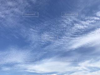 空には雲のグループの写真・画像素材[1451158]