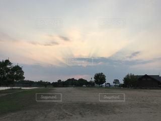 水体の空に雲の写真・画像素材[1452032]