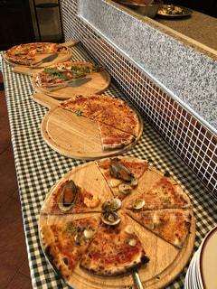 食べ放題のピザの写真・画像素材[1450091]