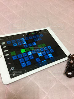 iPadで演奏中の写真・画像素材[1456013]