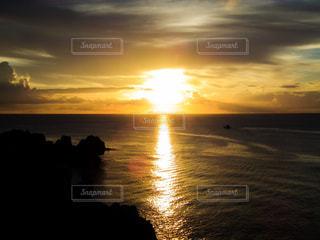 海に沈む夕日の写真・画像素材[1453298]