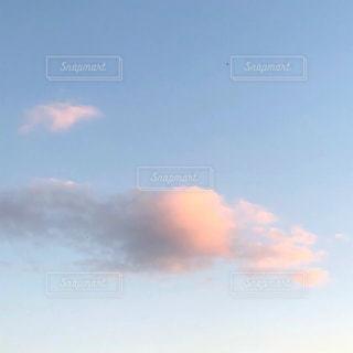 綿菓子みたいな雲の写真・画像素材[1490573]