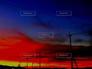 闇空と情熱的な空の写真・画像素材[1492714]