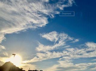 空には雲のグループの写真・画像素材[1621105]