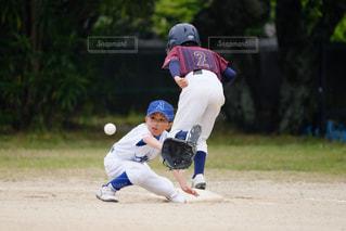 少年野球のゲームをプレイの写真・画像素材[1716233]