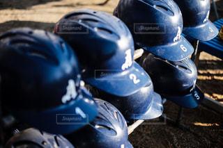青いヘルメットを身に着けている野球選手の写真・画像素材[1721548]