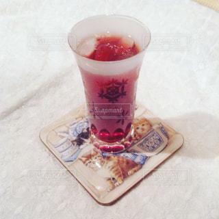 テーブルの上の可愛いグラスの写真・画像素材[1454753]