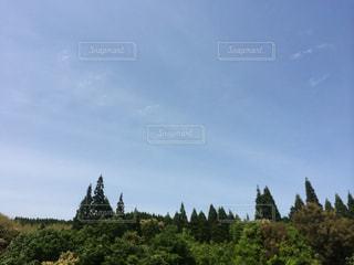 背景の山と木の写真・画像素材[1456815]