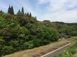 空と緑と線路との写真・画像素材[1456817]