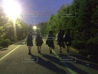 通りを歩く人々 のグループの写真・画像素材[1457850]
